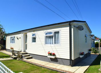 Thumbnail 2 bed mobile/park home for sale in Lilac Walk, Crookham Common, Thatcham