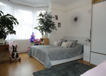 Thumbnail 1 bed flat to rent in Dolphin Road, Slough