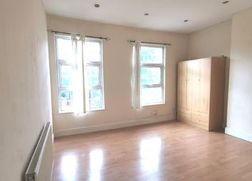 3 bed flat to rent in Brecknock Road, Kentish Town N19
