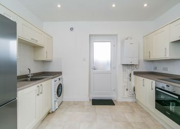 Thumbnail 1 bed flat to rent in Bridge Street, Caversham, Reading