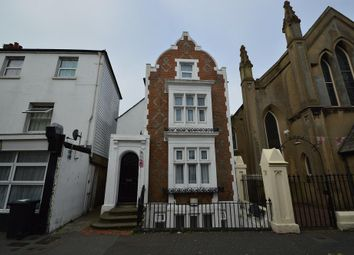 2 bed maisonette to rent in Cavendish Place, Eastbourne, East Sussex BN21