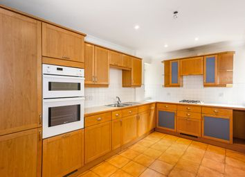2 bed flat to rent in Larch Avenue, Sunninghill, Ascot SL5