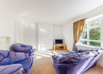 3 bed flat to rent in Chelsham Road, London SW4