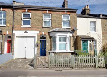 3 bed property for sale in Highfield Road, London N21