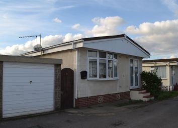 2 bed mobile/park home for sale in Mere Oak Park, Three Mile Cross, Reading RG7