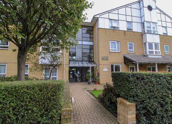 1 bed flat for sale in Highwood Court, Potters Lane, New Barnet, Hertfordshire EN5
