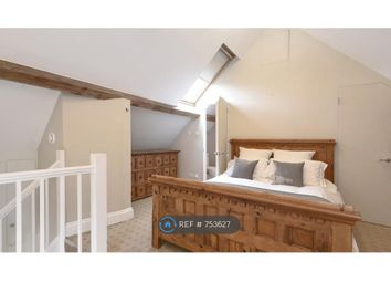 Room to rent in Takhar Mews, London SW11