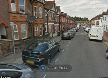 Thumbnail 2 bedroom flat to rent in Lyndhurst Road, Luton