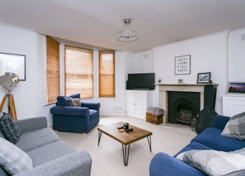 2 bed flat to rent in Rossiter Road, London SW12
