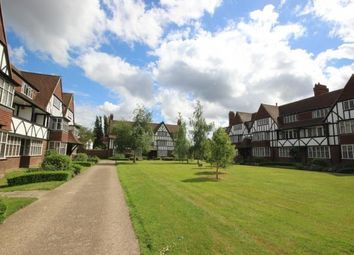 3 bed flat to rent in Queens Drive, London W3