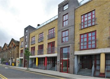 Thumbnail 3 bed flat to rent in Quaker Street, Spitalfields