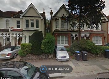 4 bed flat to rent in Broomfield Avenue, London N13