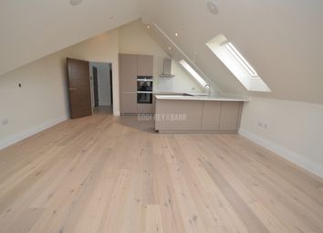 2 bed flat to rent in Millway, London NW7