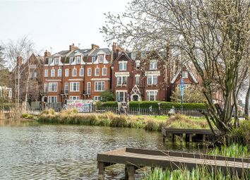 Clapham Common South Side, London SW4. 2 bed flat for sale