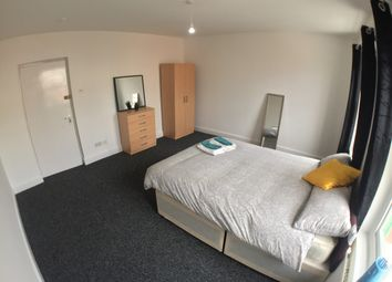 Thumbnail 6 bed shared accommodation to rent in Newark Street, London