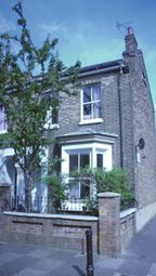 Thumbnail Room to rent in Fassett Square, London