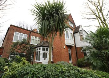 2 bed flat to rent in The Avenue, Chiswick, London. W4