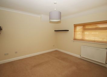 Thumbnail 1 bed flat to rent in Woodside, Chelsfield