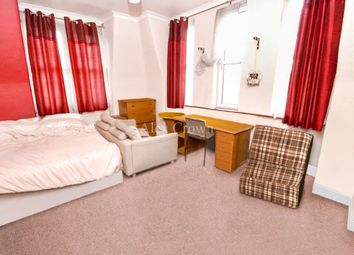 Thumbnail 3 bed flat to rent in Grand Parade, Green Lanes, Harringay