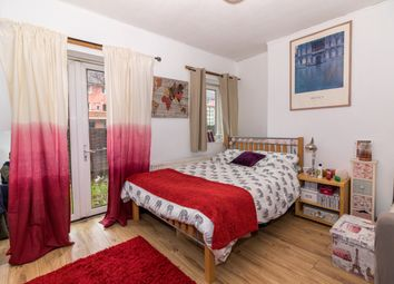 Thumbnail 5 bed shared accommodation to rent in Colbert Avenue, London