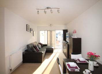 2 bed flat to rent in Peebles Court, Surrey CR0