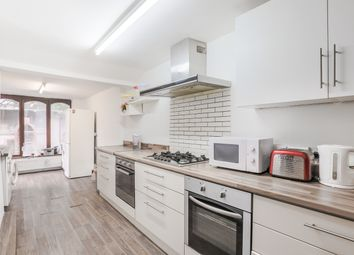 5 bed semi-detached house to rent in Hampton Road, London E7