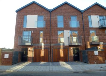 Thumbnail 3 bed town house to rent in Oswald Road, Woolston, Southampton