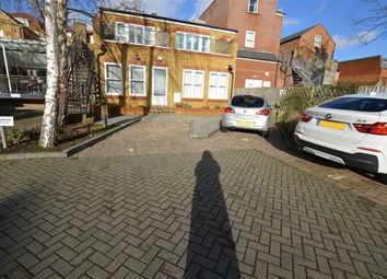Thumbnail 2 bed flat to rent in Ebury Road, Rickmansworth, Hertfordshire