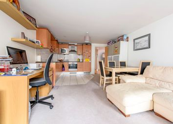 2 bed flat to rent in Hardwicks Way, London SW18