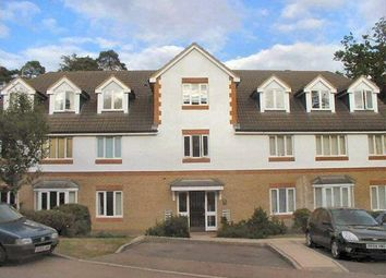 1 bed flat to rent in Alexandra Gardens, Knaphill, Woking GU21