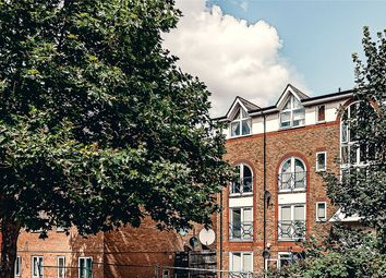 Melville Court, Croft Street, London SE8. 1 bed flat