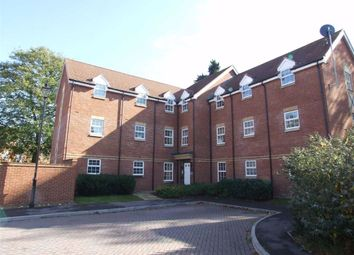 Thumbnail 2 bed flat to rent in Old College Road, Newbury