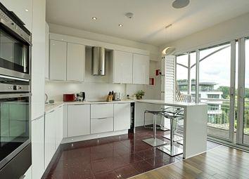 Thumbnail 4 bed flat to rent in Kew Bridge Road, Brentford