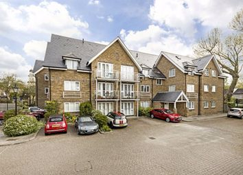 Thames Close, Hampton TW12. 2 bed flat for sale
