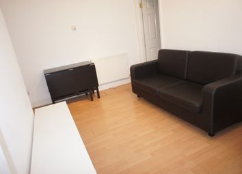 Thumbnail 3 bed flat to rent in Temple Street, London