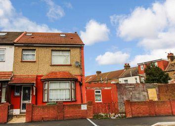 Thumbnail 5 bedroom terraced house for sale in Kempton Road, London