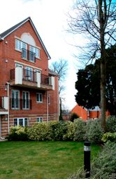 2 bed flat to rent in Bounty Road, Basingstoke RG21
