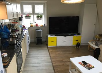 Thumbnail 2 bed flat to rent in Brixton Road, Oval