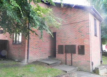 2 bed flat to rent in Vale Road, Camberley, Surrey GU15