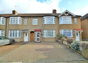3 bed property for sale in Connaught Avenue, Enfield EN1