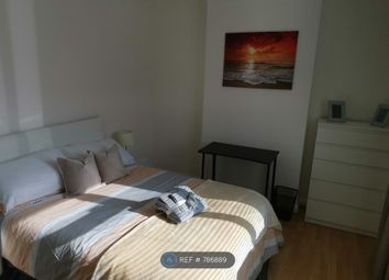 Room to rent in Western Court, Romford RM1