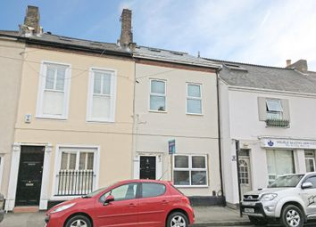 Thumbnail 2 bed flat to rent in Oxford Road, Windsor