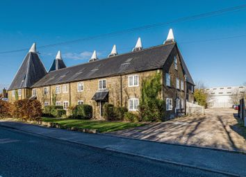 London Road, Teynham, Sittingbourne ME9. 2 bed flat for sale