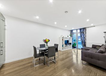 3 bed flat to rent in Coral Apartments, Salton Square, Limehouse E14