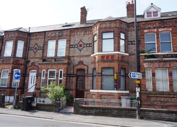 4 bed flat to rent in Gloucester Road, Manchester M41