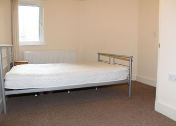 Thumbnail 1 bed flat to rent in Cavendish Rd, Colliers Wood