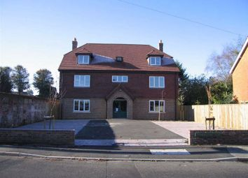 Thumbnail 2 bed flat to rent in Newtown Road, Newbury