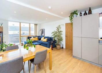 17 Violet Road, London E3. 2 bed flat for sale