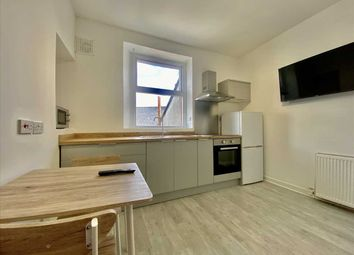 2 bed flat to rent in Clifton Place, Plymouth PL4