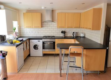 2 bed maisonette to rent in Garratt Lane, Tooting Broadway, London SW17